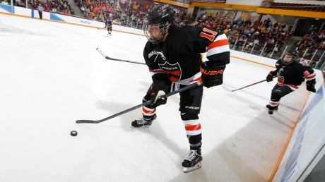 koelzer_ncaa_hockey_vs_minnesota_282